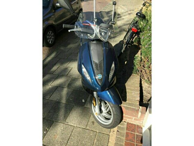 Piaggio Fly 50 bromscooter