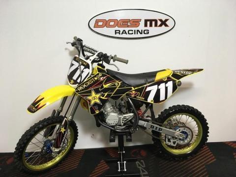 suzuki 85 rm crossmotor**does mx veel 85 cc op voorraad**