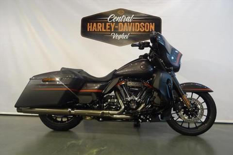 Harley-Davidson Street Glide FLHXSE CVO 117