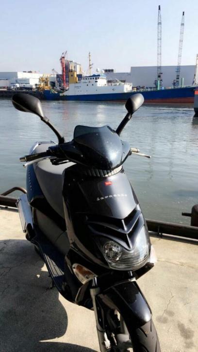 Aprilia Leonardo 250CC Motorscooter