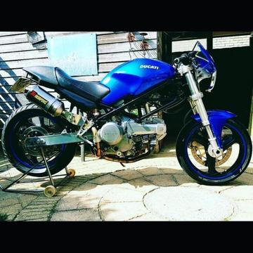 Ducati monster 750 (2001)
