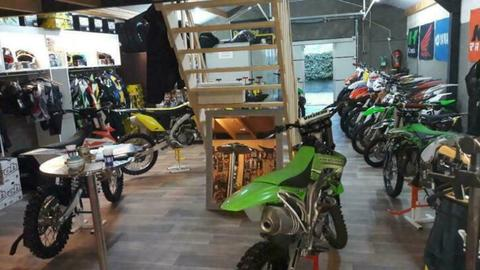 Crossmotoren, enduromotoren, Quads en onderdelen, kleding